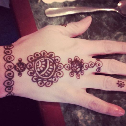 As promised! Henna pictures.